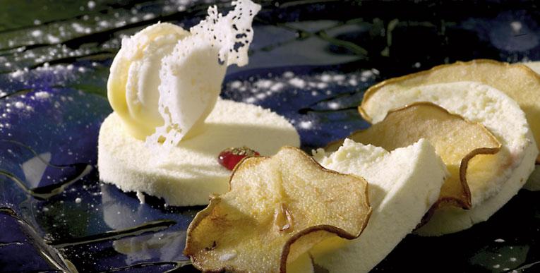 Milhojas de Pera Conferencia del Bierzo confitada con mousse acanelado